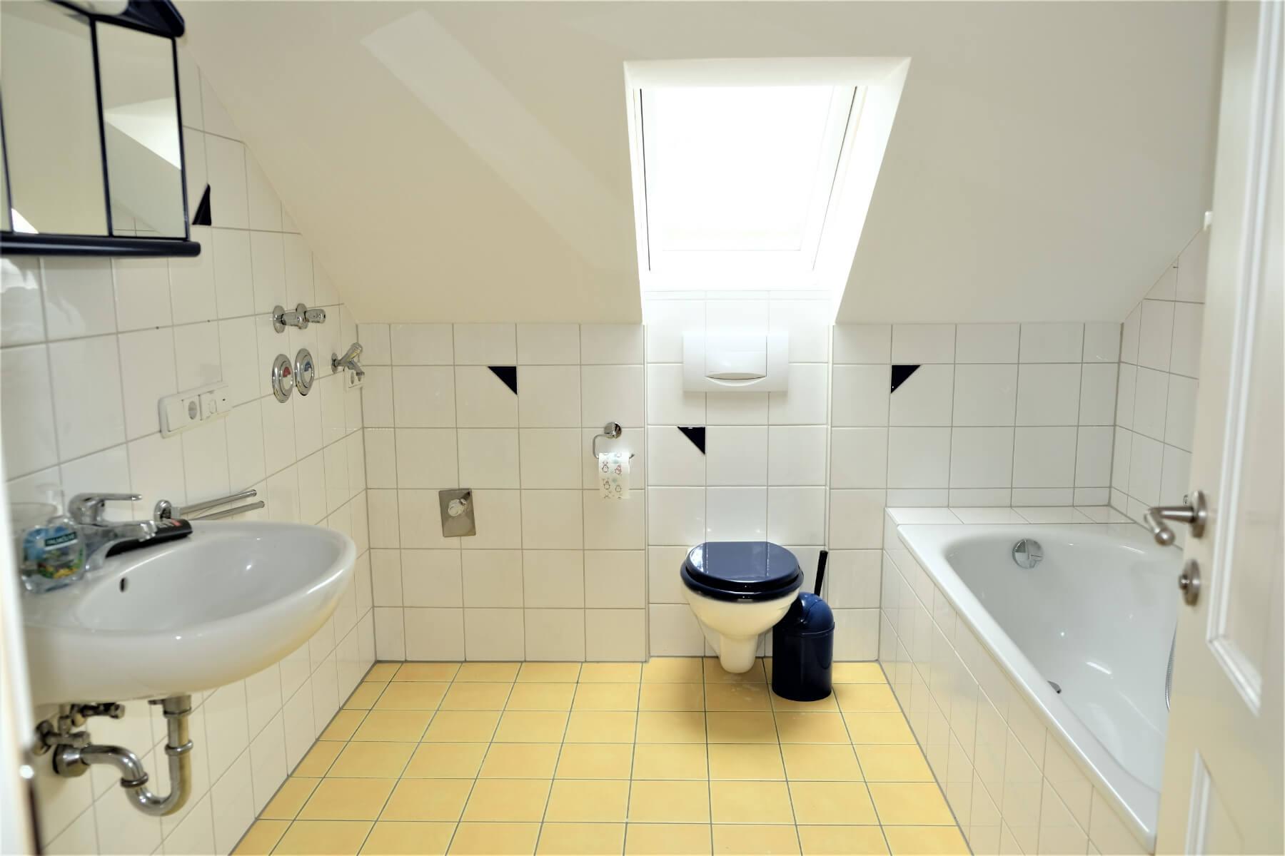 Dachgeschosswohnung mit Bad